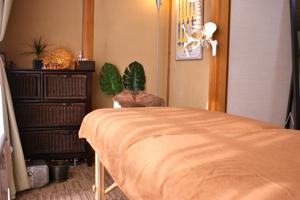 整体院海癒の施術ベッドの写真